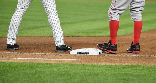 New York Yankees first baseman Mark Teixeira keeps