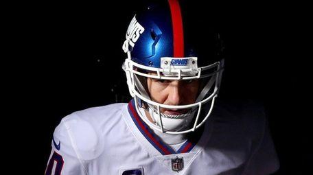 Giants quarterback Eli Manning runs to the field