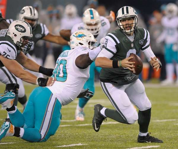 Jets quarterback Bryce Petty tries to avoid Miami