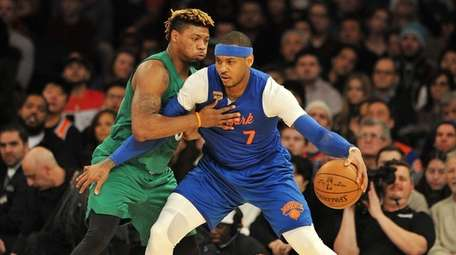 Carmelo Anthony of the Knicks is guarded closely