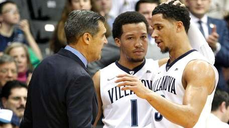 Villanova's Josh Hart, right, is congratulated by head