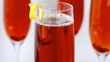 Pomegranate liqueur and pomegranate seeds with Cava make
