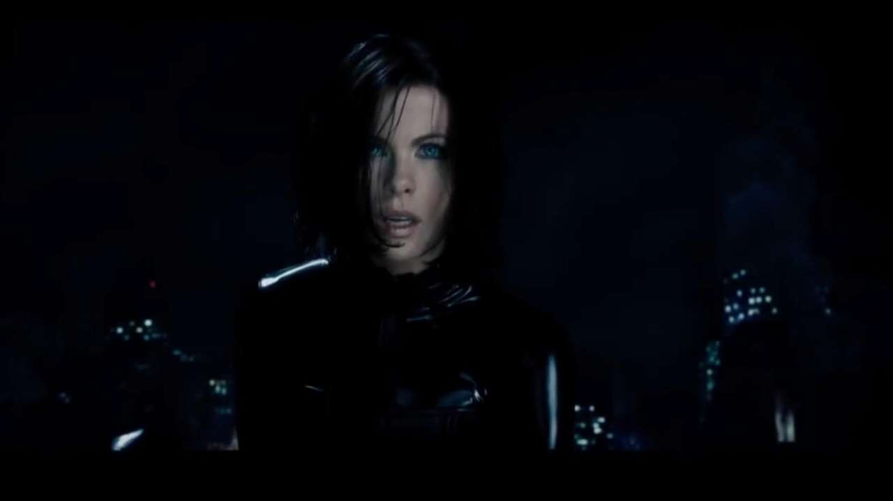 Vampire death dealer, Selene (Kate Beckinsale) fights to