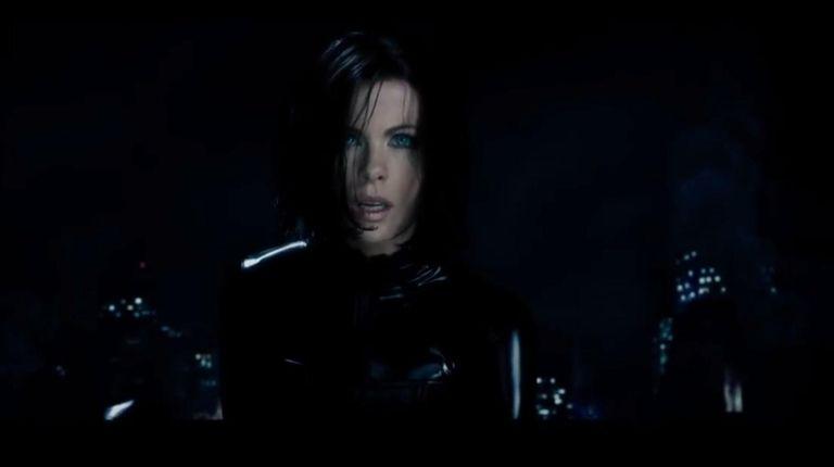 Vampire death dealer, Selene (Kate Beckinsale) fights to