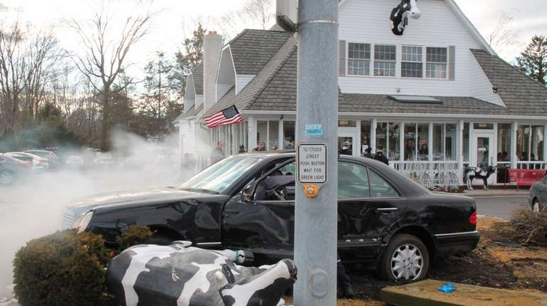 An off-duty Smithtown Fire Department captain pulled an