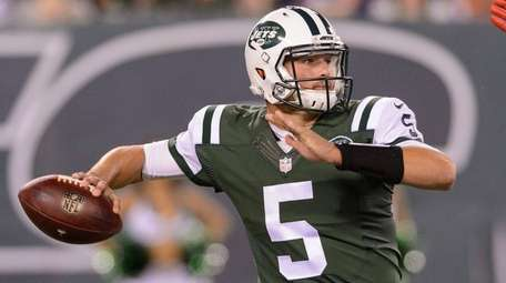 New York Jets quarterback Christian Hackenberg (5) throws