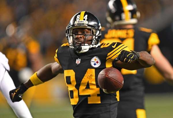 Antonio Brown #84 of the Pittsburgh Steelers reacts
