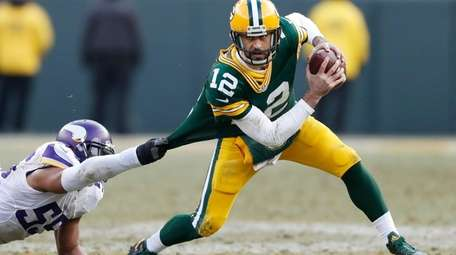 Green Bay Packers' Aaron Rodgers tries to get