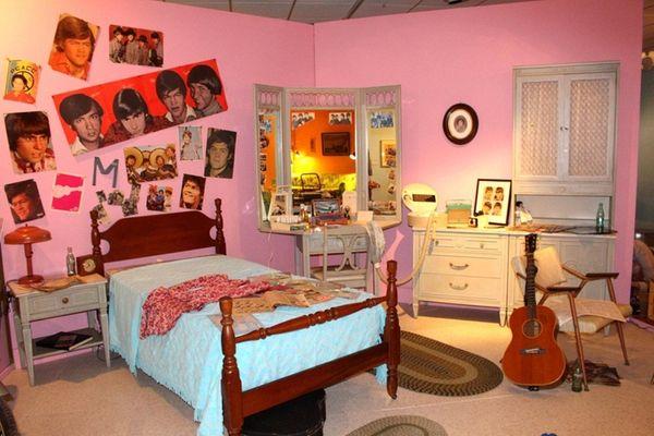 This vignette of a teenage girl's bedroom in