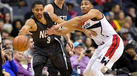 Washington Wizards forward Otto Porter Jr. , right,