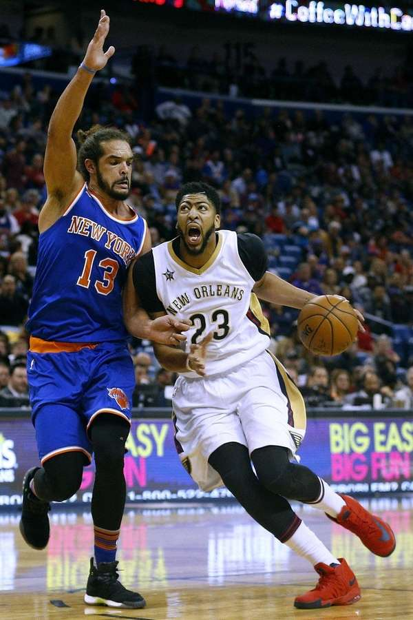Anthony Davis of the New Orleans Pelicans drives