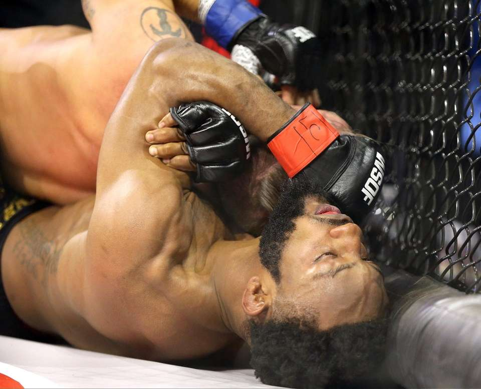 Andre Harrison applies choke to defeat Bruce Boyington