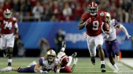 Alabama's Bo Scarbrough breaks free for a 68-yard