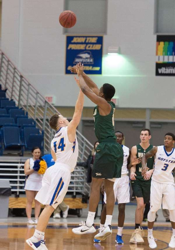 William & Mary Tribe guard Daniel Dixon (0)