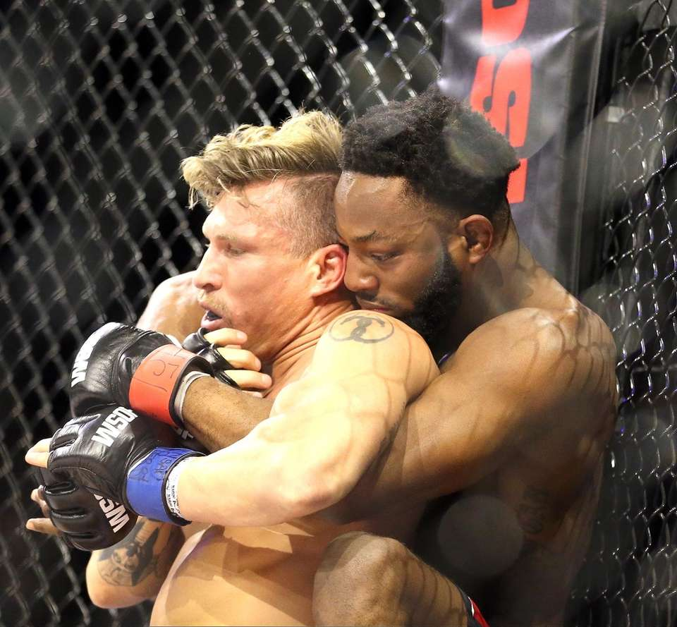 Andre Harrison is preparing to choke out Bruce