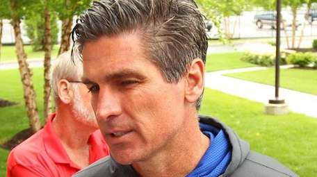 Giants special teams coordinator Tom Quinn speaks to