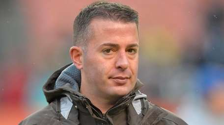 Cleveland Browns offensive coordinator John DeFilippo stands on