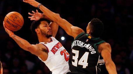 Knicks guard Derrick Rose looks to make a