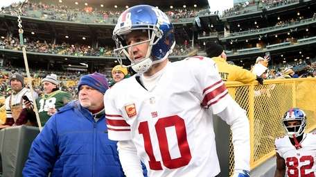 Eli Manning of the New York Giants takes