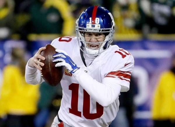 Eli Manning scrambles in the second quarter during