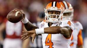 Clemson's Deshaun Watson warms up before the NCAA