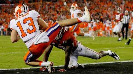 Clemson wide receiver Hunter Renfrow makes a 2-yard
