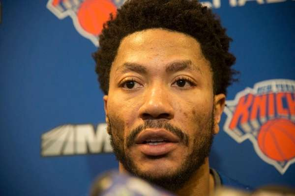 New York Knicks point guard Derrick Rose addresses