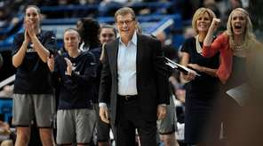 Connecticut and coach Geno Auriemma won their record-tying