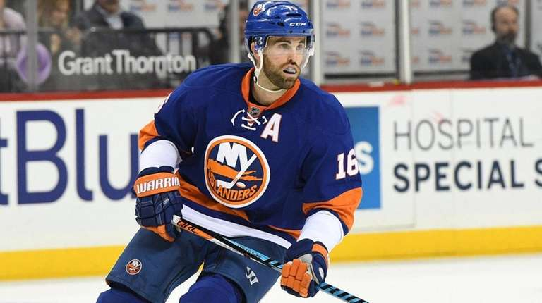 New York Islanders left wing Andrew Ladd skates