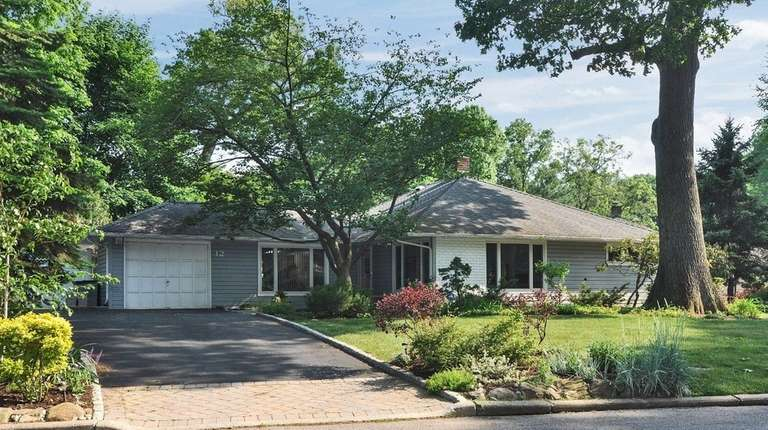 This three-bedroom and 1.5-bathroom ranch in Glen Cove