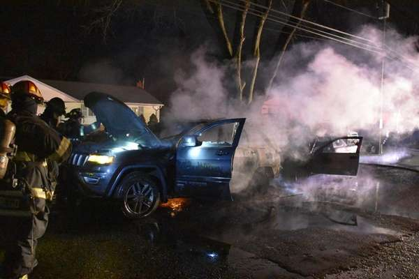 Firefighters respondto vehicles on fire in Brentwood early