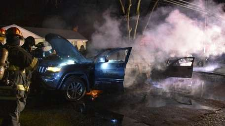 Firefighters respond to vehicles on fire in Brentwood early