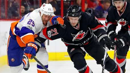 Carolina Hurricanes' Lee Stempniak (21) battles with New