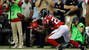 Tevin Coleman of the Falcons catches a touchdown
