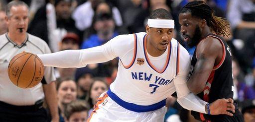 New York Knicks forward Carmelo Anthony (7) leans