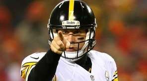 Ben Roethlisberger of the Pittsburgh Steelers signals an