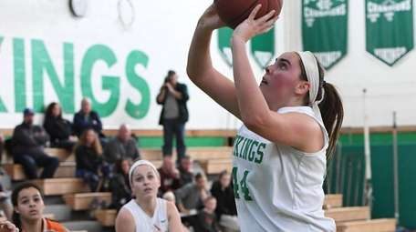 Seaford center Jaclyn Grzelaczyk puts up a shot