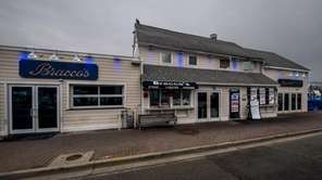 Bracco's Clam and Oyster Bar in Freeport had