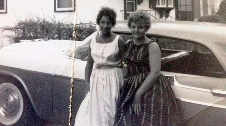 Linda Cucurullo, right, with her cousin Ronnie Schwartz,