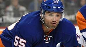 New York Islanders defenseman Johnny Boychuk sets before