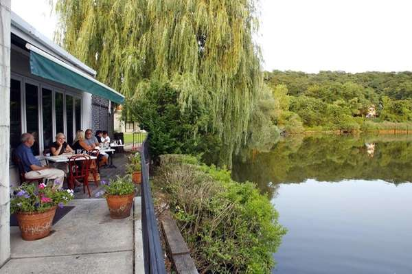 Diners enjoy the view of the Roslyn Duck