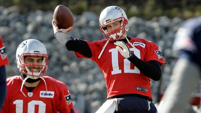 Tom Brady, right, and backup quarterback Jimmy Garoppolo
