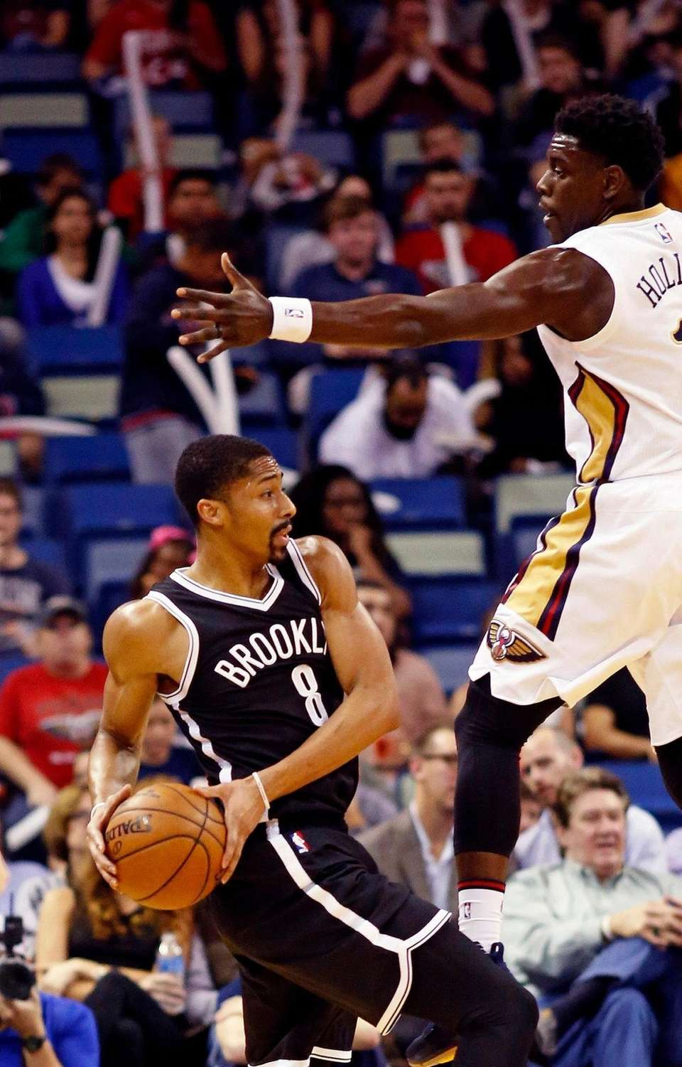 Brooklyn Nets guard Spencer Dinwiddie (8) pulls back