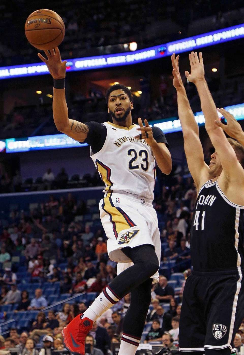 New Orleans Pelicans forward Anthony Davis (23) makes