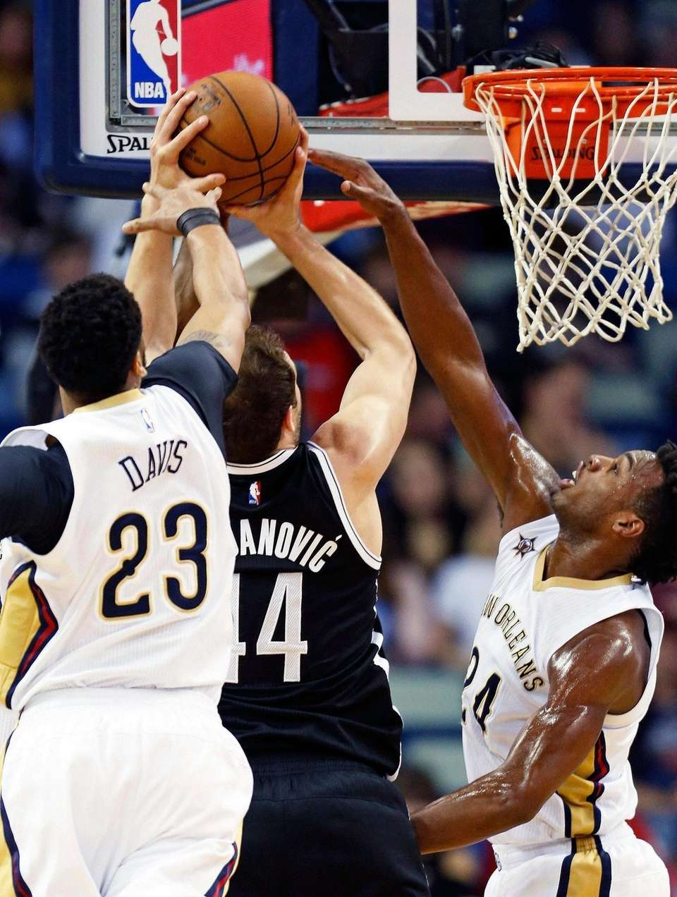 New Orleans Pelicans forward Anthony Davis (23) and