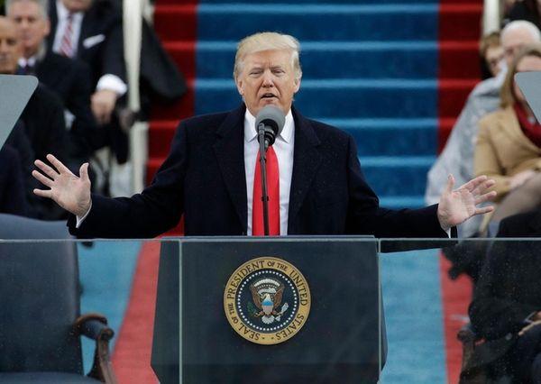 (L-R) US President Donald Trump, First Lady Melania