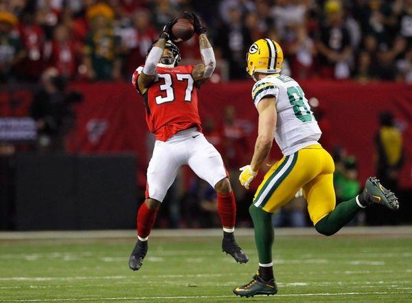 Ricardo Allen #37 of the Atlanta Falcons intercepts