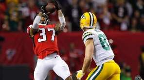Ricardo Allen #37 of the Atlanta Falcons intercepts