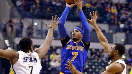 New York Knicks forward Carmelo Anthony shoots between