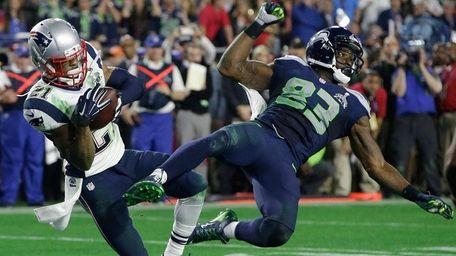 New England Patriots cornerback Malcolm Butler intercepts a